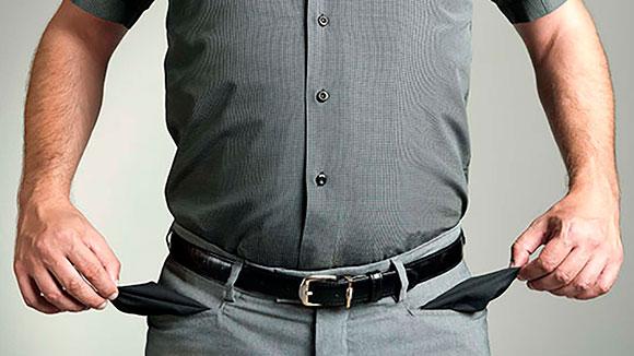 Mann med tomme lommer