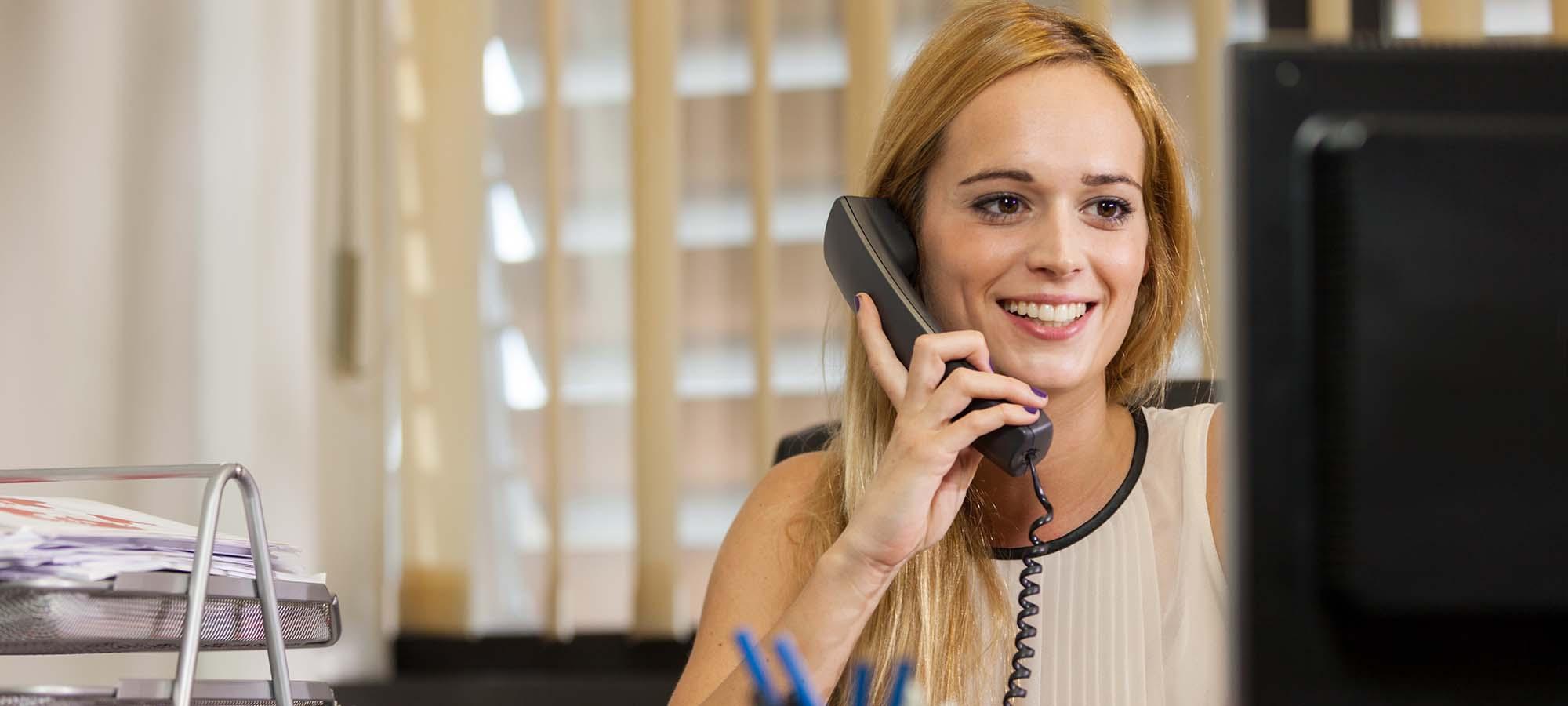 Kvinne i telefon